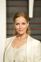 """Leslie Mann """"2015 Vanity Fair Oscar Party hosted by Graydon Carter at Wallis Annenberg Center for the Performing Arts in Beverly Hills"""" (22.02.2015) 126x  20FzWFHh"""