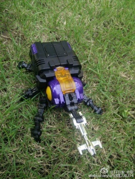 [Fanstoys] Produit Tiers - Jouet FT-12 Grenadier / FT-13 Mercenary / FT-14 Forager - aka Insecticons - Page 2 BKQIvyAh