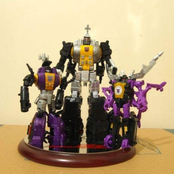 [Fanstoys] Produit Tiers - Jouet FT-12 Grenadier / FT-13 Mercenary / FT-14 Forager - aka Insecticons - Page 2 FrJU58rl