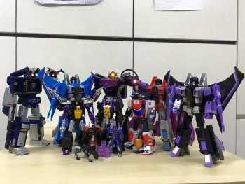 [Fanstoys] Produit Tiers - Jouet FT-12 Grenadier / FT-13 Mercenary / FT-14 Forager - aka Insecticons - Page 3 Mohiw63w