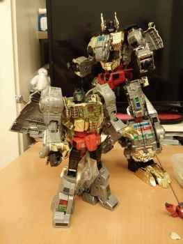 [Toyworld][Zeta Toys] Produit Tiers - Jouet TW-D aka Combiner Dinobots RR4MzzXa