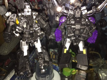 [Fanstoys] Produit Tiers - Jouet FT-12 Grenadier / FT-13 Mercenary / FT-14 Forager - aka Insecticons - Page 3 UeI75APx