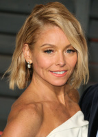 """Kelly Ripa """"2015 Vanity Fair Oscar Party hosted by Graydon Carter at Wallis Annenberg Center for the Performing Arts in Beverly Hills"""" (22.02.2015) 48x  YV1c9eNT"""