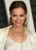 """Leslie Mann """"2015 Vanity Fair Oscar Party hosted by Graydon Carter at Wallis Annenberg Center for the Performing Arts in Beverly Hills"""" (22.02.2015) 126x  Z8UlNWtg"""