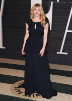 """Courtney Love """"2015 Vanity Fair Oscar Party hosted by Graydon Carter at Wallis Annenberg Center for the Performing Arts in Beverly Hills"""" (22.02.2015) 49x FBWWpCUO"""