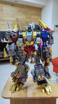 [Toyworld][Zeta Toys] Produit Tiers - Jouet TW-D aka Combiner Dinobots - Page 2 GEIRmfbO