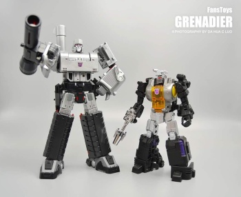 [Fanstoys] Produit Tiers - Jouet FT-12 Grenadier / FT-13 Mercenary / FT-14 Forager - aka Insecticons - Page 2 Hm5TAwzB