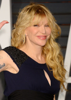 """Courtney Love """"2015 Vanity Fair Oscar Party hosted by Graydon Carter at Wallis Annenberg Center for the Performing Arts in Beverly Hills"""" (22.02.2015) 49x MZODyxg2"""