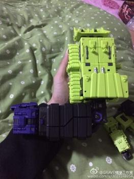[Toyworld] Produit Tiers - Jouet TW-C Constructor aka Devastator/Dévastateur (Version vert G1 et jaune G2) - Page 3 OdQLAUC8