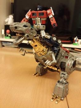 [Toyworld][Zeta Toys] Produit Tiers - Jouet TW-D aka Combiner Dinobots U7bGieEr