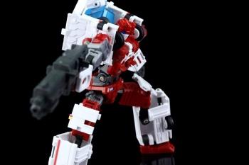 [MakeToys] Produit Tiers - Jouet MTCM-04 Guardia (aka Protectobots - Defensor/Defenso) - Page 3 VHdj1nFe