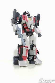 [DX9 Toys] Produit Tiers - UT-D01 Salmoore (aka Cykill des GoBots) + 003C Cocomone (aka Crasher/Démo des GoBots) XS5cfoYf