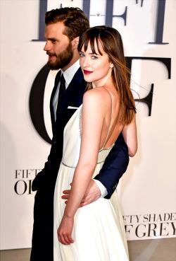 Dakota Johnson and Jamie Dornan Tumblr_njvf6zKDZK1txpkqvo1_250