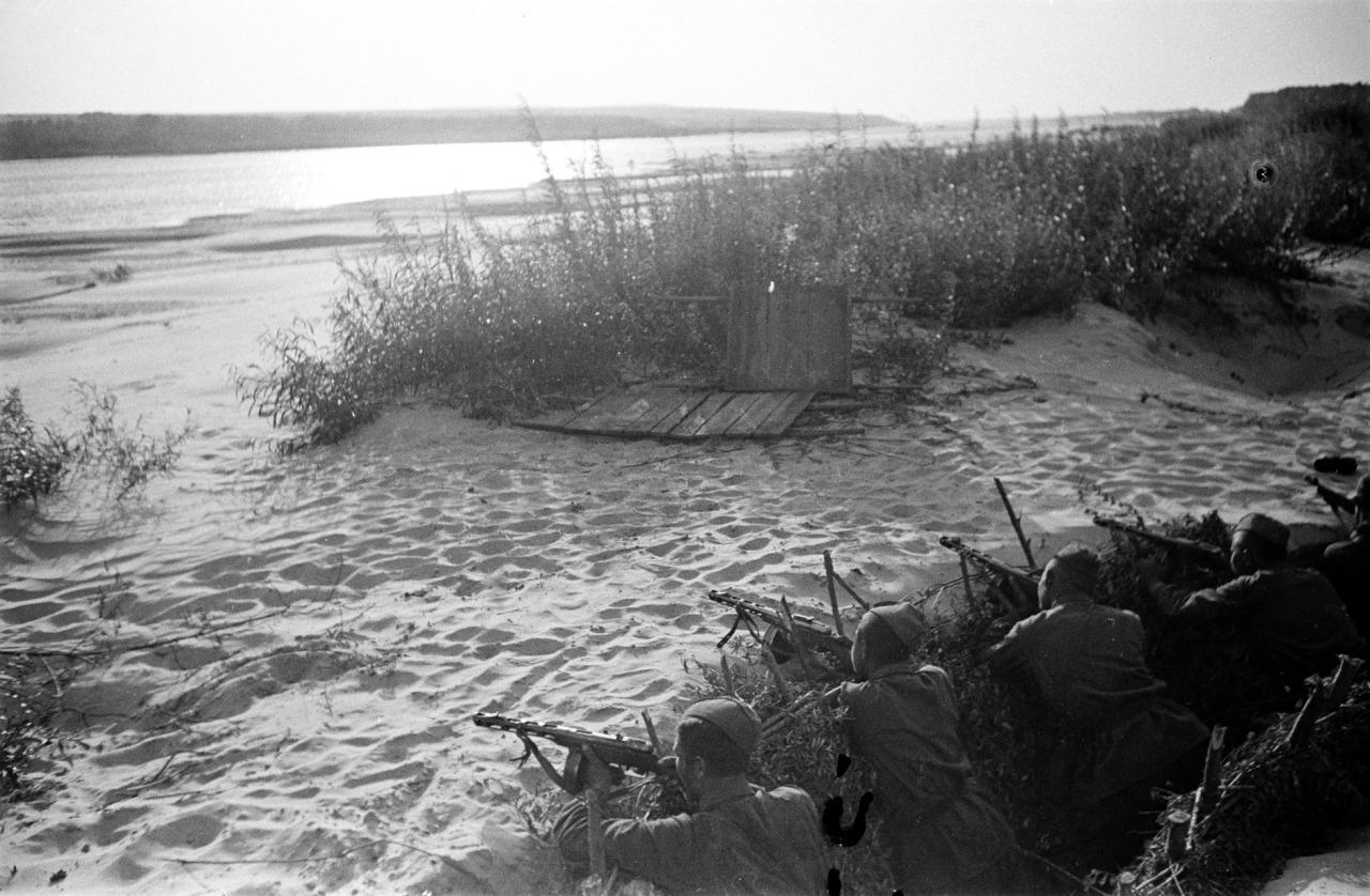 soldats soviétiques - Page 2 Tumblr_nnl9bqudxS1qbsnsoo1_1280