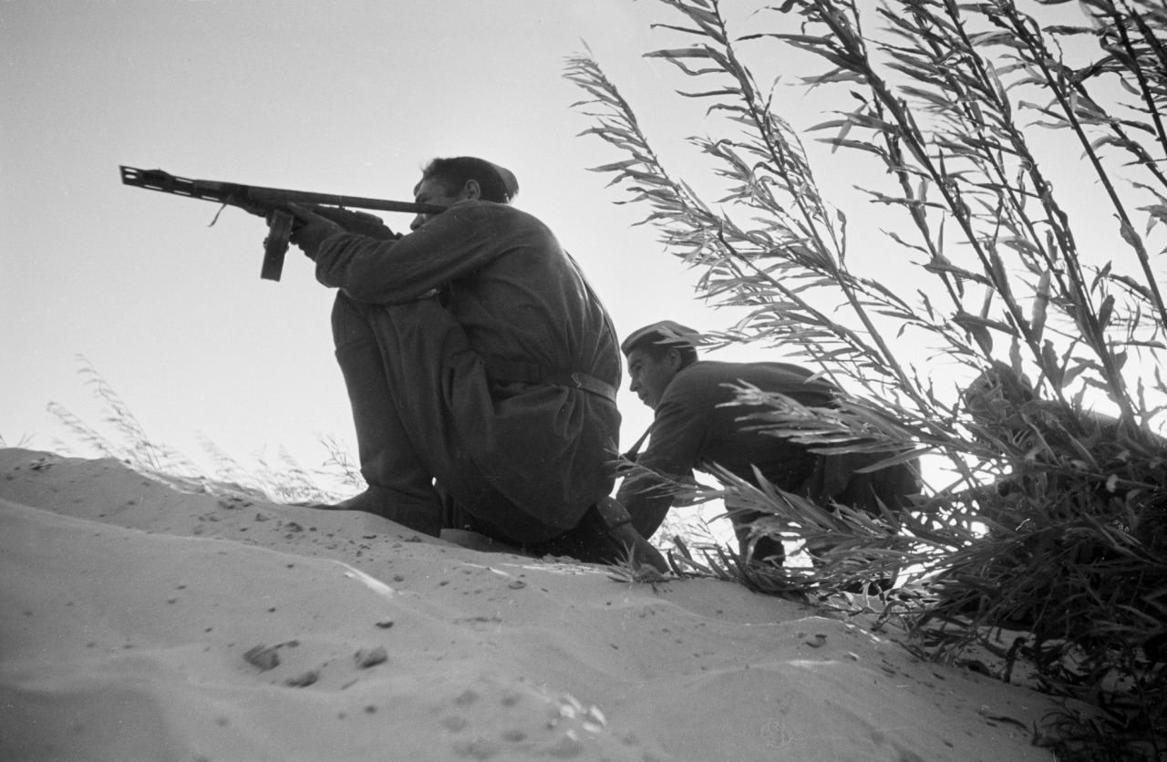 soldats soviétiques - Page 2 Tumblr_nnrou5sAN21qbsnsoo1_1280