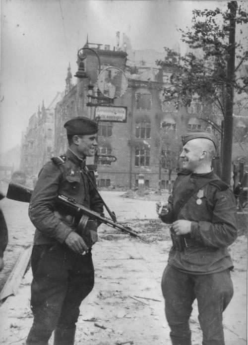BERLIN. 1945 Tumblr_no3efzzA831qbsnsoo1_500