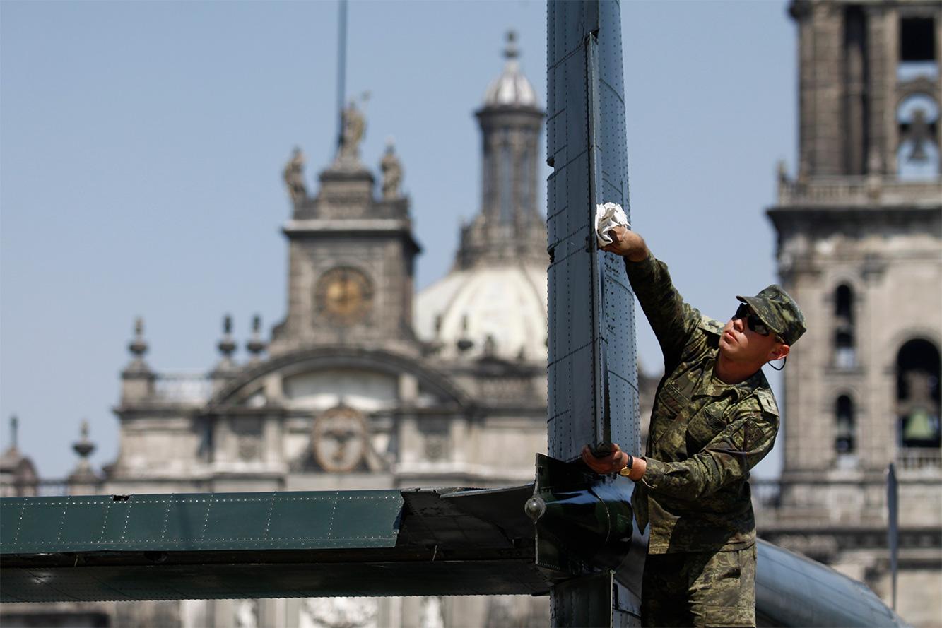 """Exposición """"Fuerzas armadas... Pasión por servir a México"""" 2014 - Página 3 Sedenazocalo5021414"""