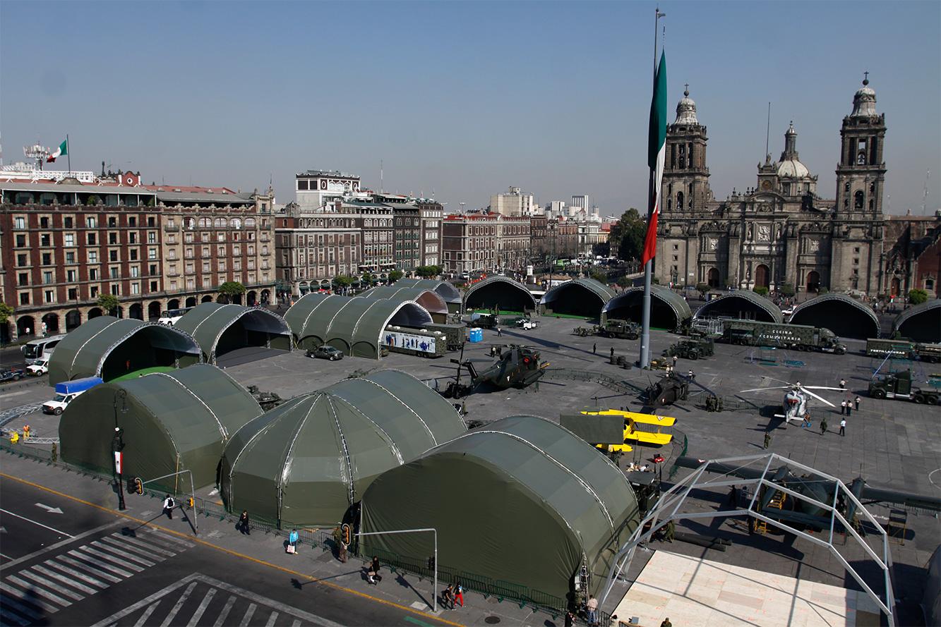 """Exposición """"Fuerzas armadas... Pasión por servir a México"""" 2014 - Página 3 Sedenazocalo5021414_1"""