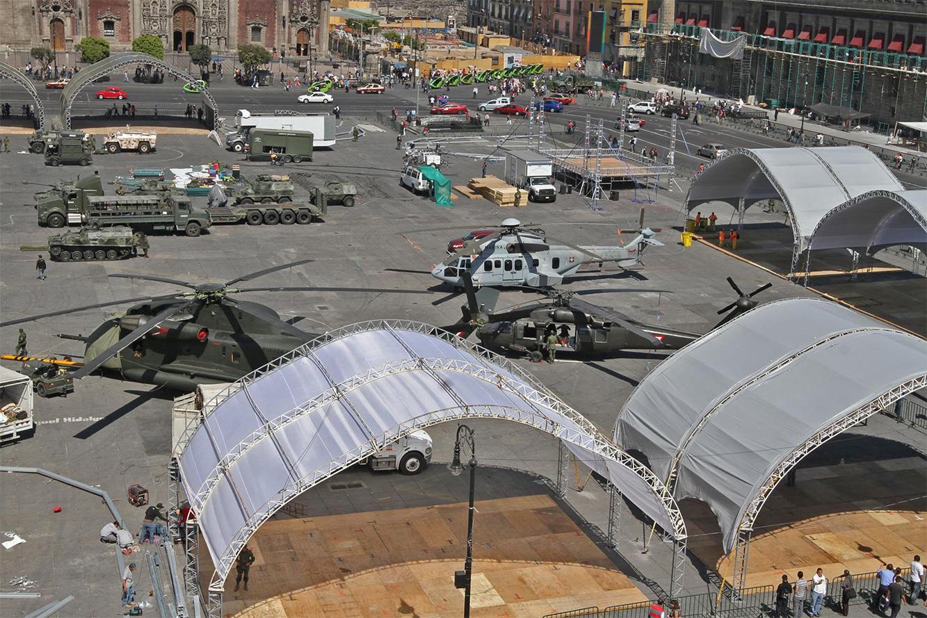 """Exposición """"Fuerzas armadas... Pasión por servir a México"""" 2014 - Página 3 Sedenazocalo502141_0"""
