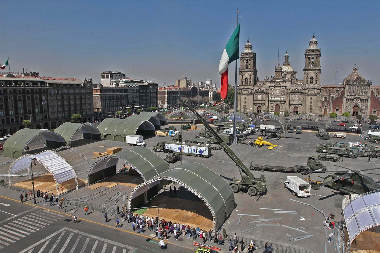 """Exposición """"Fuerzas armadas... Pasión por servir a México"""" 2014 - Página 3 Sedenazocalo502141_1"""