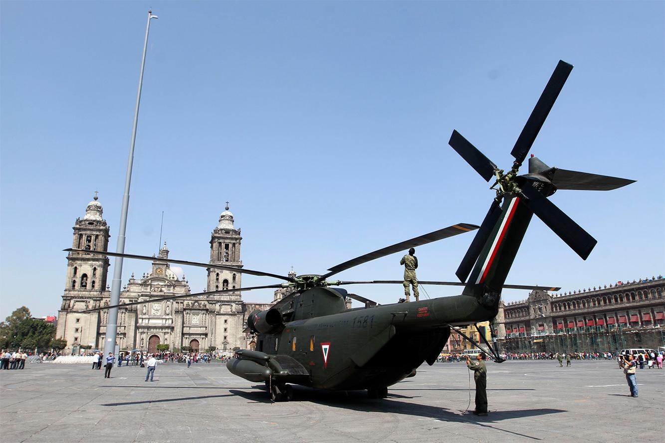 """Exposición """"Fuerzas armadas... Pasión por servir a México"""" 2014 - Página 3 Sedenazocalo502141_10"""