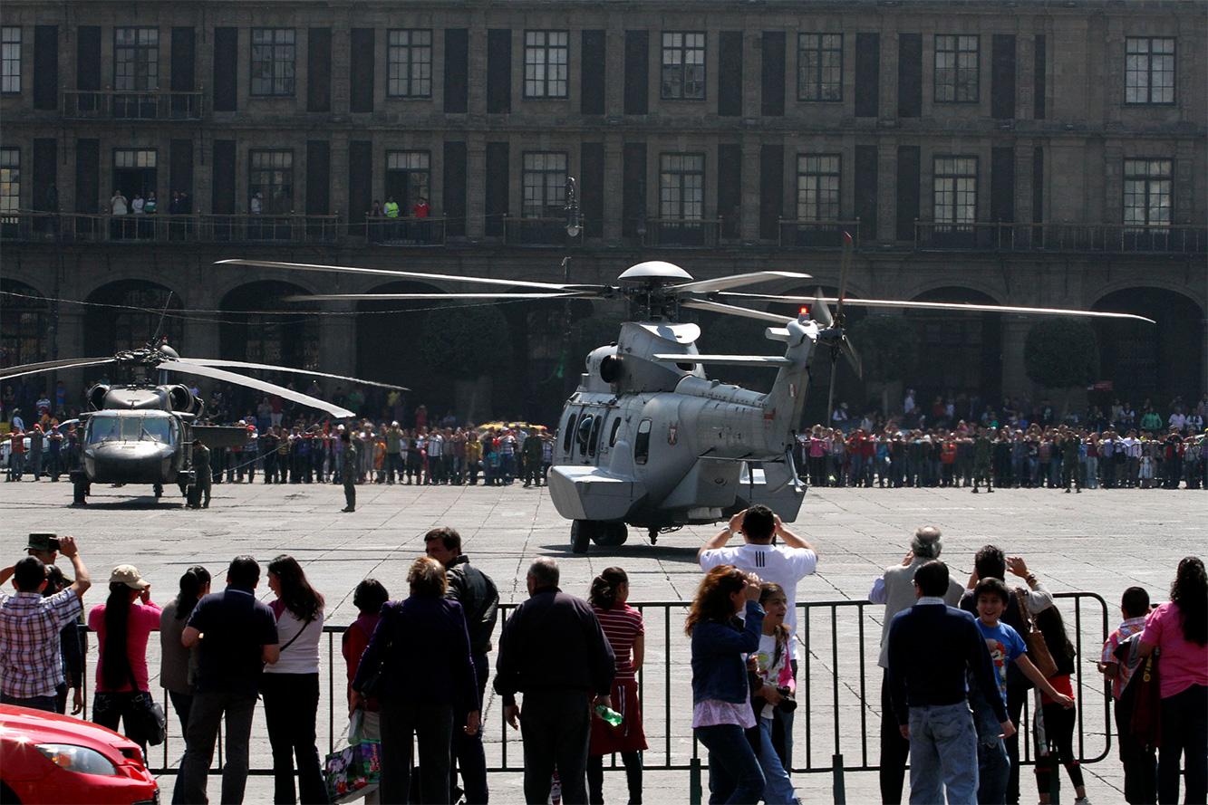"""Exposición """"Fuerzas armadas... Pasión por servir a México"""" 2014 - Página 3 Sedenazocalo502141_11"""