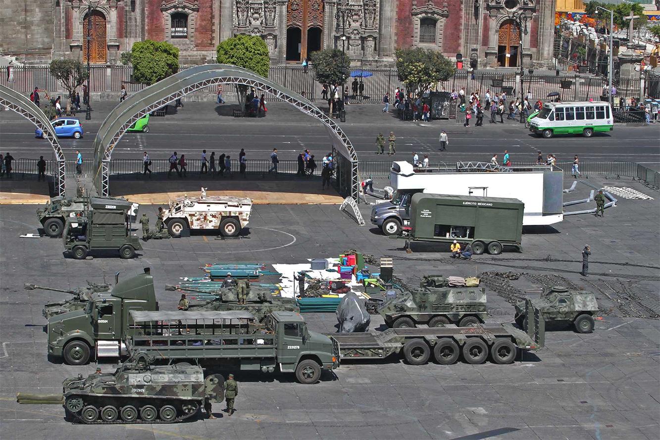 """Exposición """"Fuerzas armadas... Pasión por servir a México"""" 2014 - Página 3 Sedenazocalo502141_2"""