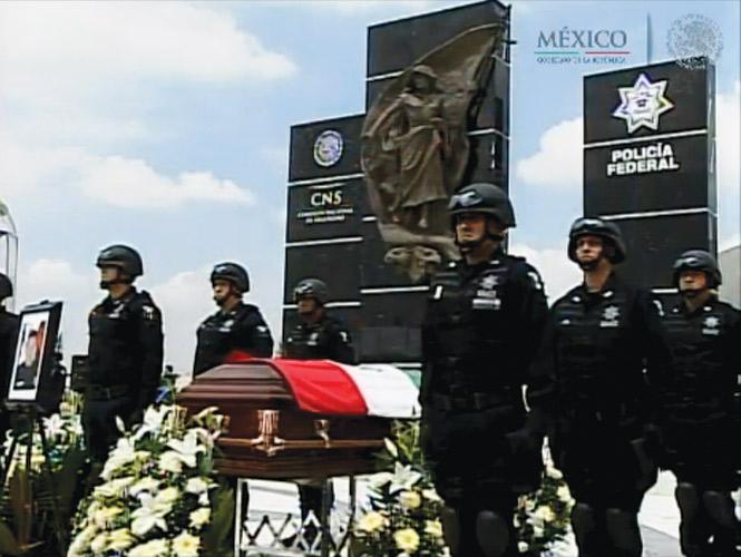 Guerrero -  Black Hawks de la Policia Federal. - Página 5 Lluvias-pena-homenaje-federales-250913-4