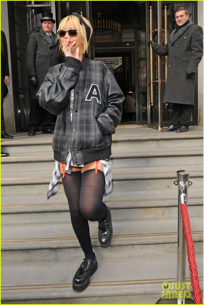 Rihanna  - Страница 2 823636