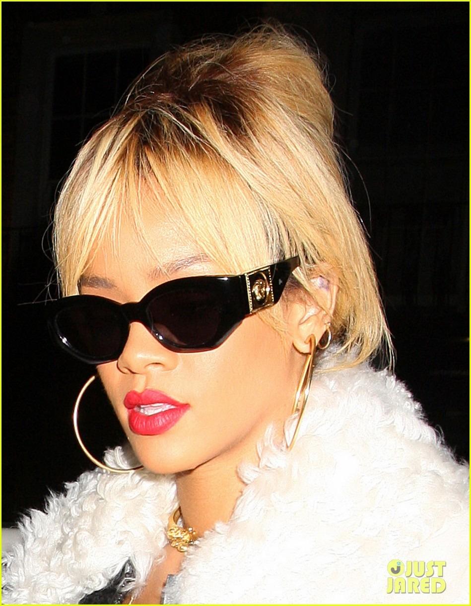 Rihanna  - Страница 2 823638