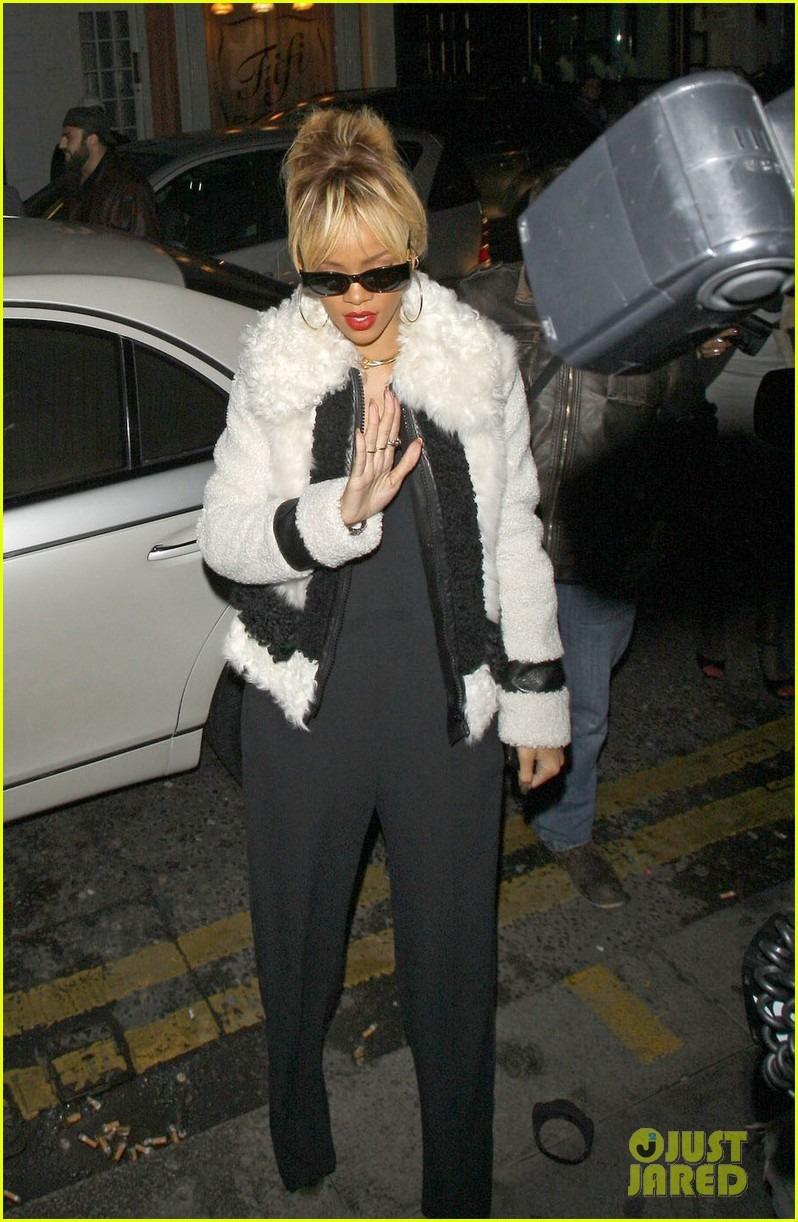 Rihanna  - Страница 2 823639