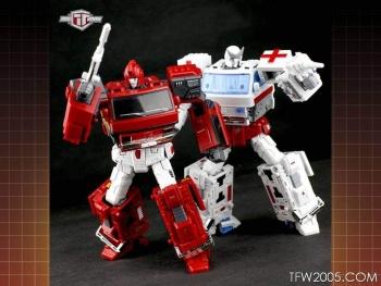 [TFC Toys] Produit Tiers - OS-01 Ironwill (aka Ironhide/Rhino) & OS-03 Medic (aka Ratchet/Mécano) 5VjDQHk1