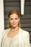 """Leslie Mann """"2015 Vanity Fair Oscar Party hosted by Graydon Carter at Wallis Annenberg Center for the Performing Arts in Beverly Hills"""" (22.02.2015) 126x  7t8JtsWO"""