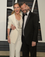 """Leslie Mann """"2015 Vanity Fair Oscar Party hosted by Graydon Carter at Wallis Annenberg Center for the Performing Arts in Beverly Hills"""" (22.02.2015) 126x  ArhmkXlu"""