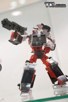 [MakeToys] Produit Tiers - Jouet MTCM-04 Guardia (aka Protectobots - Defensor/Defenso) - Page 2 Loe0E3D4