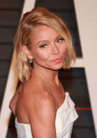 """Kelly Ripa """"2015 Vanity Fair Oscar Party hosted by Graydon Carter at Wallis Annenberg Center for the Performing Arts in Beverly Hills"""" (22.02.2015) 48x  VTItSibR"""