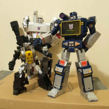 [Fanstoys] Produit Tiers - Jouet FT-12 Grenadier / FT-13 Mercenary / FT-14 Forager - aka Insecticons - Page 2 YgB6kJaZ