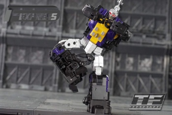 [Fanstoys] Produit Tiers - Jouet FT-12 Grenadier / FT-13 Mercenary / FT-14 Forager - aka Insecticons - Page 2 C5c5Degf