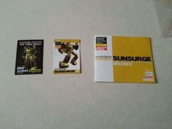 [BadCube] Produit Tiers - OTS-08 Sunsurge (aka Sunstreaker/Solo G1) + OTS-Special 01 Blaze (aka Sunstreaker/Solo Diaclone) - Page 3 MDdG3mom