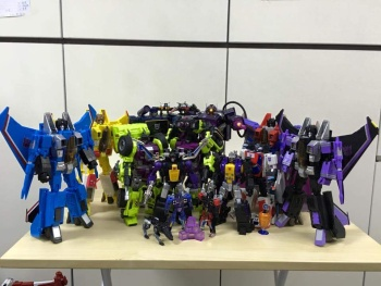 [Fanstoys] Produit Tiers - Jouet FT-12 Grenadier / FT-13 Mercenary / FT-14 Forager - aka Insecticons - Page 3 MHc8CQIb