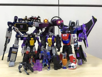 [Fanstoys] Produit Tiers - Jouet FT-12 Grenadier / FT-13 Mercenary / FT-14 Forager - aka Insecticons - Page 3 OyPbJpSj