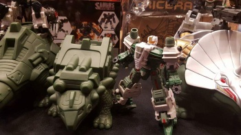 [FansProject] Produit Tiers - Jouet Saurus Ryu-oh aka Dinoking (Victory) | Monstructor (USA) YP3S6c78