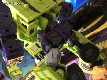 [Toyworld] Produit Tiers - Jouet TW-C Constructor aka Devastator/Dévastateur (Version vert G1 et jaune G2) - Page 6 YsPzqO5w