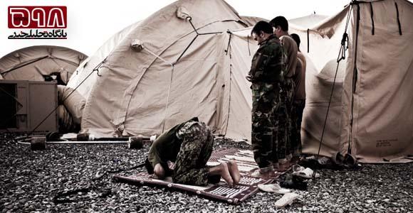 سربازان آمریکایی در حال نماز خواندن؟؟؟؟ 3658_556
