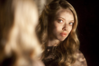 Хлоя / Chloe (Джулианна Мур, Аманда Сайфред, 2009)  2l0zPD1J