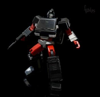 [Voodoo Robots] Produit Tiers - Salus (aka Ratchet/Mécano) & Animus (aka Ironhide/Rhino) - Page 2 GZJswvKS