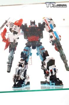 [MakeToys] Produit Tiers - Jouet MTCM-04 Guardia (aka Protectobots - Defensor/Defenso) - Page 2 JUbyKHLM