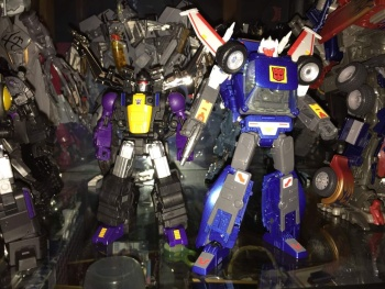 [Fanstoys] Produit Tiers - Jouet FT-12 Grenadier / FT-13 Mercenary / FT-14 Forager - aka Insecticons - Page 3 RspviTIW