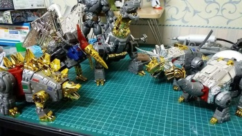 [Toyworld][Zeta Toys] Produit Tiers - Jouet TW-D aka Combiner Dinobots - Page 3 UNDoAxg1