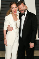 """Leslie Mann """"2015 Vanity Fair Oscar Party hosted by Graydon Carter at Wallis Annenberg Center for the Performing Arts in Beverly Hills"""" (22.02.2015) 126x  BgkY1zHp"""